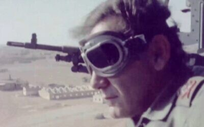 Then-IDF chief of staff David Elazar visits the Egyptian front during the 1973 Yom Kippur War, as seen in footage released from the IDF archives on October 6, 2020. (Defense Ministry)