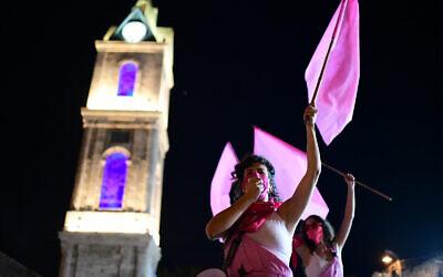 Israelis protest against Prime Minister Benjamin Netanyahu, in Jaffa, next to Tel Aviv, on October 8, 2020. (Tomer Neuberg/Flash90)