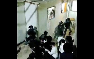 Police scuffle with ultra-Orthodox worshipers in Modiin Illit, October 8, 2020. (Screenshot/Ynet)