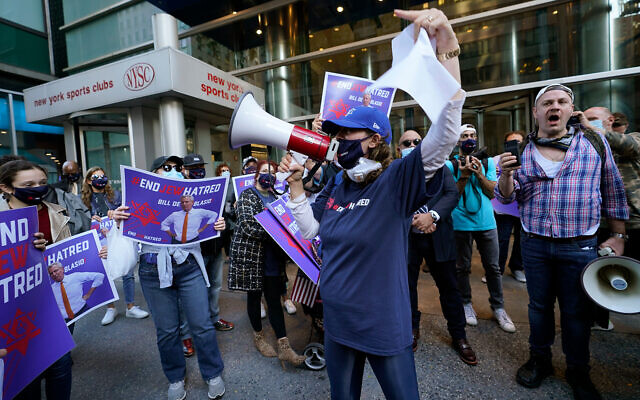 Protesters gather on the sidewalk outside the the offices of New York Gov. Andrew Cuomo, in New York City, October 15, 2020. (AP Photo/Kathy Willens)