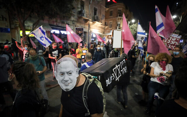 Israelis protest against Prime Minister Benjamin Netanyahu, and mark the 25th anniversary of Yitzhak Rabin's death, in Jerusalem on October 31, 2020. (Yonatan Sindel/Flash90)