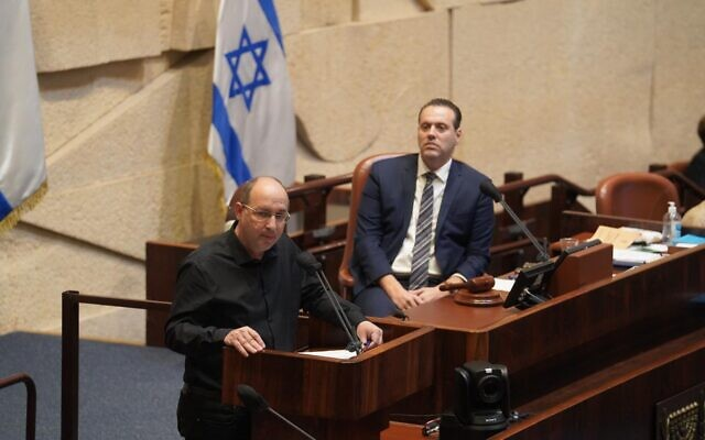 Blue and White Justice Minister Avi Nissenkorn, left, speaks at the Knesset plenum as coalition whip Miki Zohar (Likud) looks on, on October 28, 2020. (Shmulik Grossman/Knesset)