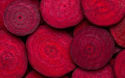 Illustrative image of beetroot slices: Israeli startup Phytolon uses fermented yeast to produce natural colors like that of the beetroot, cactus, bougainvillea (sagarmanis; iStock by Getty Images)