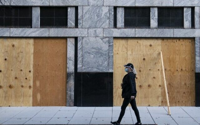 Wooden boards protect a Starbucks location near the White House on October 31, 2020, in Washington, DC. (Alex Edelman / AFP)