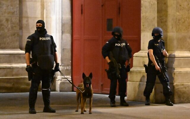 Armed policemen stand with a dog near the State Opera in the center of Vienna on November 2, 2020, following a shooting near a synagogue. (Photo by Joe Klamar / AFP)