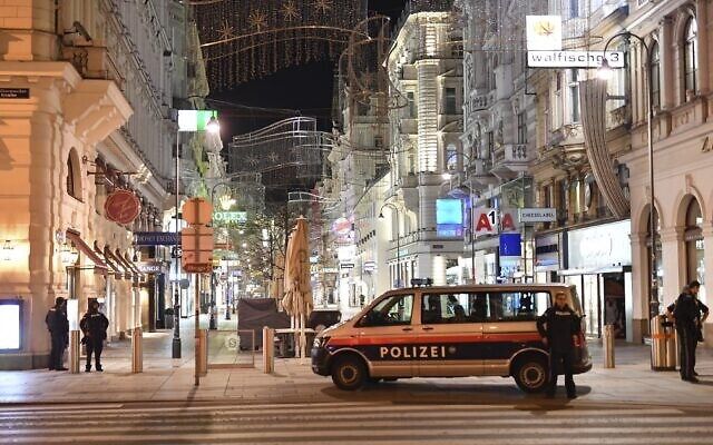 Armed policemen stand guard in a shopping street in the center of Vienna on November 2, 2020, following a shooting.  (Photo by JOE KLAMAR / AFP)