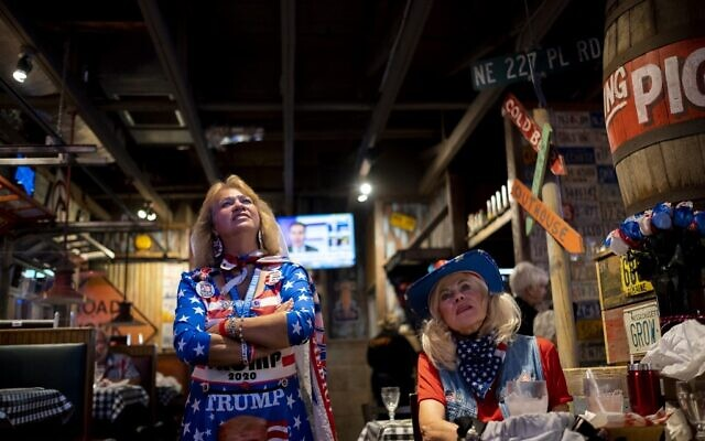 """People watch a broadcast of Fox News showing presidential election returns at an election night watch party organized by group """"Villagers for Trump"""" in The Villages, Florida, on November 3, 2020. (Ricardo ARDUENGO / AFP)"""