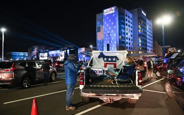 Supporters of Democratic presidential nominee and former Vice President Joe Biden wait for election results outside the Chase Center in Wilmington, Delaware on November 3, 2020. (ROBERTO SCHMIDT / AFP)