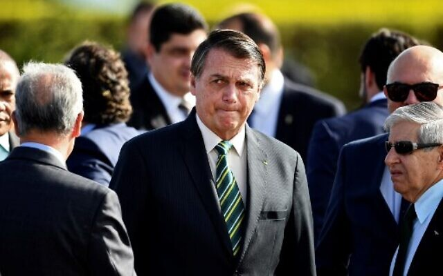 Brazilian President Jair Bolsonaro (C)  during the national flag-raising ceremony before a ministerial meeting at the Alvorada Palace in Brasilia, on October 27, 2020. (Evaristo Sa/AFP)