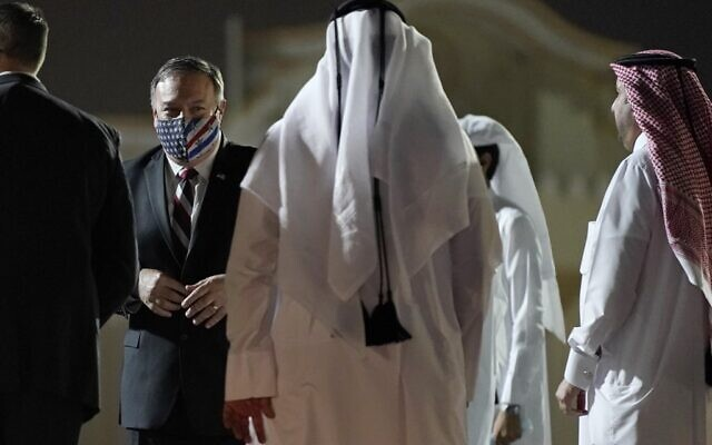 US Secretary of State Mike Pompeo prepares to board his plane at the Old Doha International airport in the Qatari capital Doha, on November 21, 2020. (Patrick Semansky / POOL / AFP)