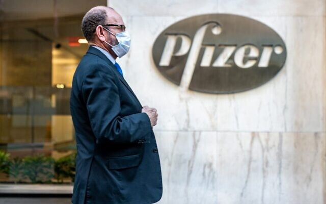 People walk by the Pfizer headquarters on November 9, 2020, in New York City. (David Dee Delgado/Getty Images/AFP)