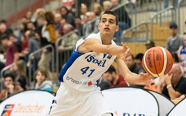 Yam Madar plays in a game against Argentina in Baden-Württemberg, Germany, on April 2, 2018. (CC BY-SA Sven Mandel/Wikipedia)