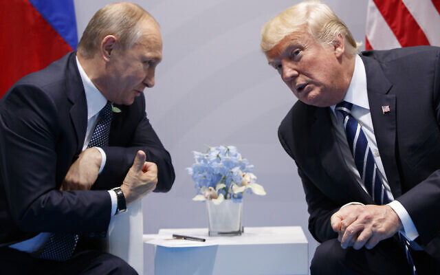 In this July 7, 2017, file photo, US President Donald Trump (R) meets with Russian President Vladimir Putin at the G-20 Summit in Hamburg. (AP/Evan Vucci, File)