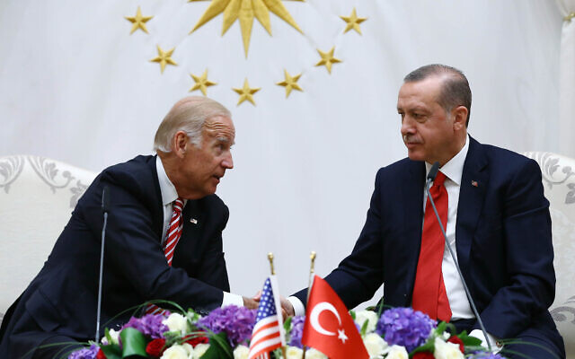 US Vice President Joe Biden, left, and Turkish President Recep Tayyip Erdogan shake hands after a meeting in Ankara, Turkey, August 24, 2016. (Kayhan Ozer, Presidential Press Service Pool via AP)