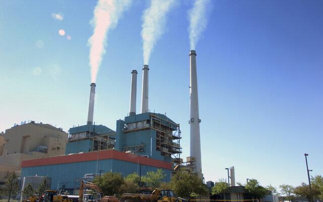 Illustrative: Smoke rises from a coal burning power plant in Colstrip, Montana, July 1, 2013. (Matthew Brown/AP)
