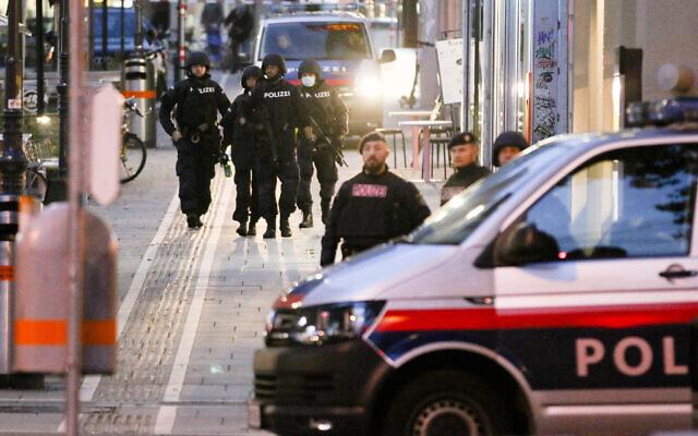 Police patrol in Vienna Nov. 3, 2020 (AP Photo/Ronald Zak)