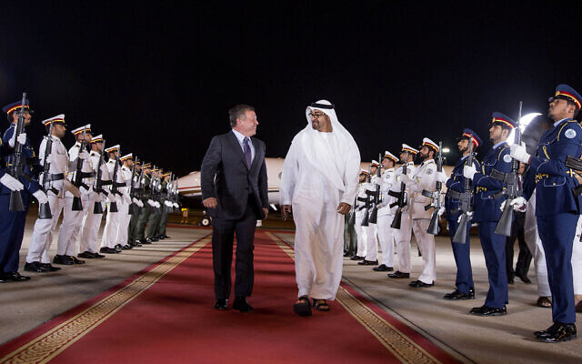 Mohamed bin Zayed Al Nahyan, Crown Prince of Abu Dhabi (right), receives King Abdullah of Jordan at the Presidential Airport in Abu Dhabi, United Arab Emirates March 13, 2016. (Crown Prince Court Abu Dhabi via AP)