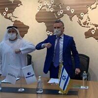 Watergen's president and CEO, Michael Mirilashvili, and Khadim Al Darei, vice chairman and co-founder of Al-Dahra in Abu Dhabi, Nov. 25, 2020 (Courtesy)