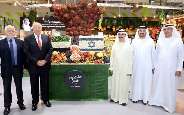 DP World and Israeli Agrexco officials at the Fresh Market in Dubai, Nov. 2020 (DP World)