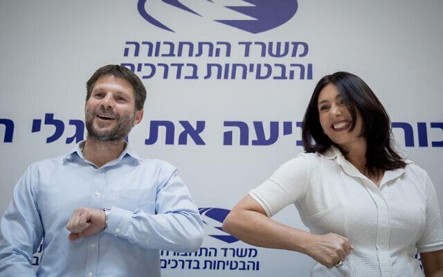 Transportation Miri Regev and her predecessor Bezalel Smotrich at a ministerial handover ceremony at the Transportation Ministry in Jerusalem on May 18 2020. (Yonatan Sindel/Flash90)