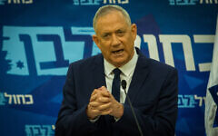 Benny Gantz delivers a statement to the media at the Knesset on August 24, 2020. (Oren Ben Hakoon/POOL)