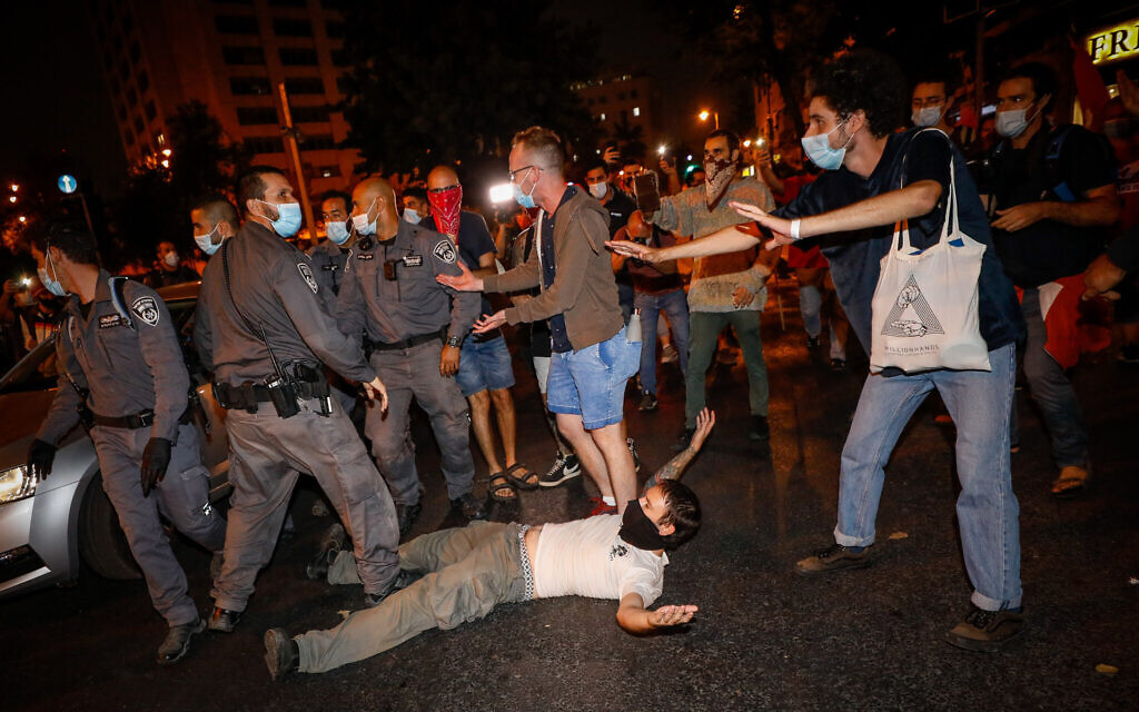 Anti-Netanyahu rallies across country draw thousands; protesters attacked