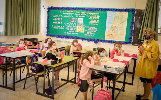 Students at Orot Etzion School, in the Jewish settlement of Efrat, in the West Bank on November 1, 2020 (Gershon Elinson/Flash90)