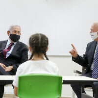 Prime Minister Benjamin Netanyahu and Education Minister Yoav Gallant visit Israeli kids at the Tali Bait Vegan elementary school  in Jerusalem, on September 05, 2020. (Marc Israel Sellem/POOL)
