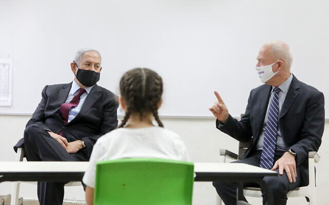 Prime Minister Benjamin Netanyahu and Education Minister Yoav Gallant visit Israeli kids at the Tali Bait Vegan elementary school  in Jerusalem, on September 05, 2020. (Marc Israel Sellem/POOL)