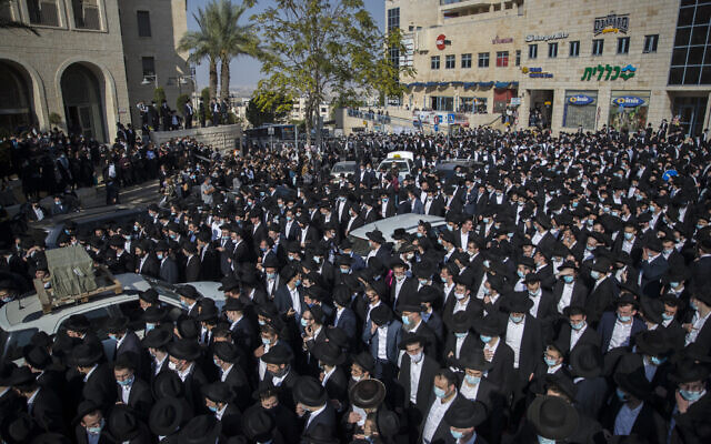 A crowd of yeshiva students attend the funeral of late Rabbi David Feinstein on November 9, 2020 in Jerusalem. (Yonatan Sindel/Flash90 )