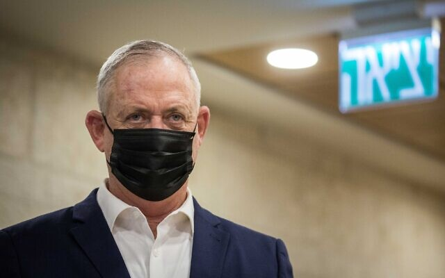 Defense Minister Benny Gantz visits the Jerusalem Municipality on November 10, 2020. (Yonatan Sindel/Flash90)