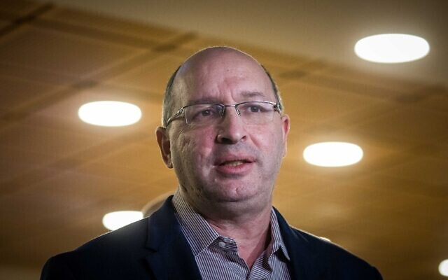 Justice Minister Avi Nissenkorn seen during a visit at the Jerusalem Municipality on November 10, 2020. (Yonatan Sindel/Flash90)