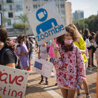 Israeli students protest against remote learning at Rabin Square in Tel Aviv, November 12, 2020 (Miriam Alster/Flash90)