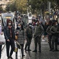 Border Police officers patrol in Jerusalem, November 15, 2020 (Olivier Fitoussi/Flash90)