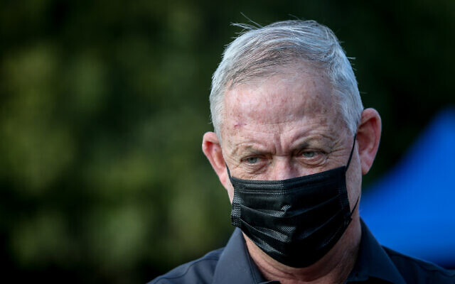 Defense Minister Benny Gantz visits the Israel-Lebanon border on November 17, 2020. (David Cohen/Flash90)