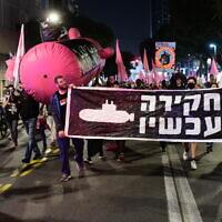 Israelis march during a protest against Prime Minister Benjamin Netanyahu in Tel Aviv on November 19, 2020. (Tomer Neuberg/Flash90)