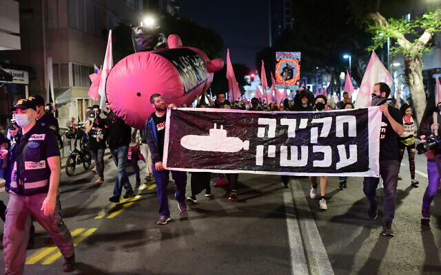 Israelis march during a protest against Prime Minister Benjamin Netanyahu in Tel Aviv on November 19, 2020. (Tomer Neuberg/Flash90)
