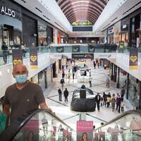 People shop at the Ayalon Mall in Ramat Gan, November 20, 2020. (Miriam Alster/Flash90)