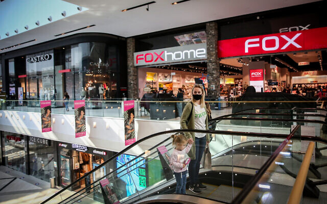 People shop at the Ayalon Mall in Ramat Gan after it reopened, November 20, 2020 (Miriam Alster/Flash90)