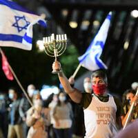 People protest against Prime Minister Benjamin Netanyahu at Rabin Square in Tel Aviv on November 21, 2020 (Avshalom Sassoni/Flash90)