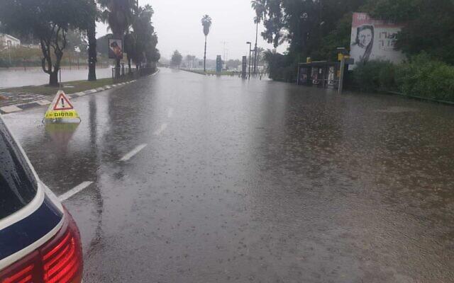 Flooding on Tel Aviv's Rokah Boulevard, November 21, 2020 (Israel Police)