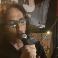 Sadi Ben Shitrit, a member of the Crime Minister movement, during an antri-Netanyahu protest in Rosh Ha'ayin on November 19, 2020. (Screenshot: Twitter)