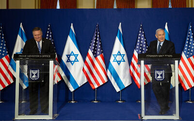 US Secretary of State Mike Pompeo, left, and Prime Minister Benjamin Netanyahu make a joint statement after meeting in Jerusalem, November 19, 2020. (AP Photo/ Maya Alleruzzo, Pool)