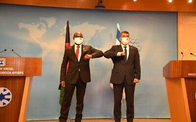 FM Gabi Ashkenazi, right, and his Malawian counterpart, Eisenhower Mkaka, at the Foreign Ministry in Jerusalem, November 3, 2020 (Avo Ohayun/GPO)