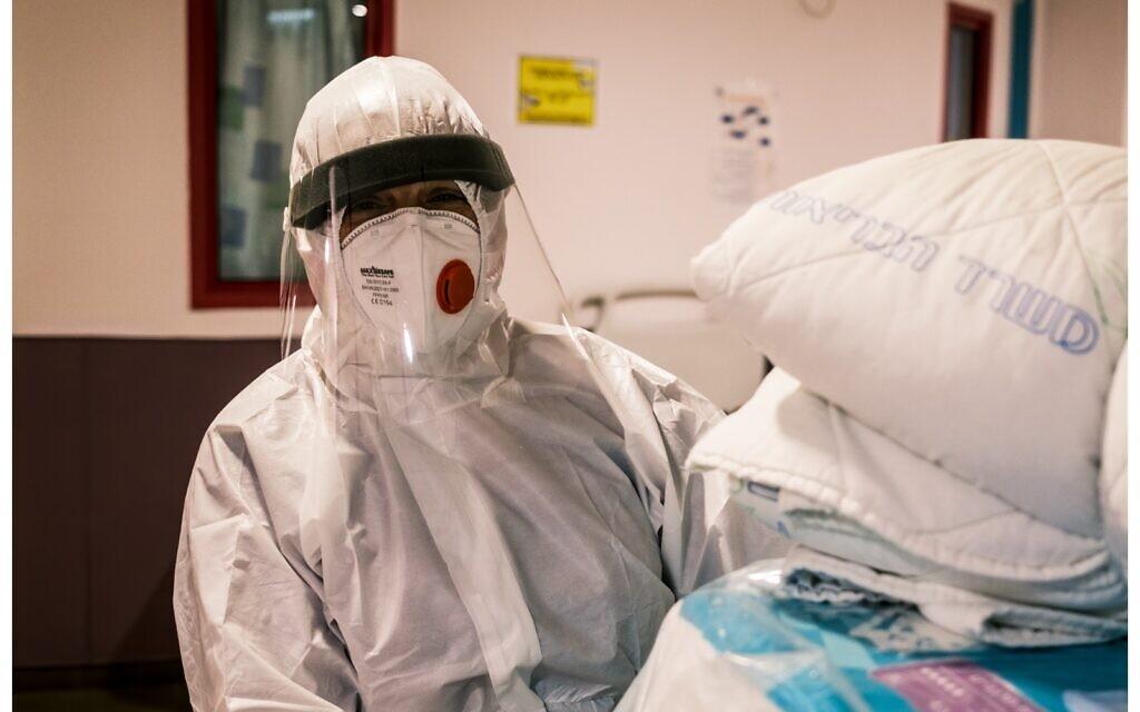 A medic at a COVID-19 ward at the Galilee Medical Center. (Shlomi Tova)