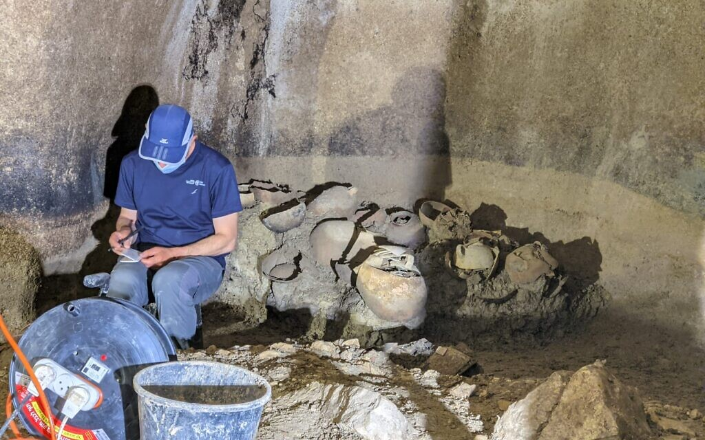 Excavation director Yevgeny Aharonovich works in the Second Temple-era water cistern in the ancient settlement of Kafr Murr, today a neighborhood of Beit El. (Dotan Traubman)