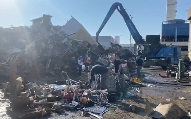 People check the rubble after a deadly explosion at a factory in Ashdod, November 17, 2020 (Screen grab/Channel 13 news)