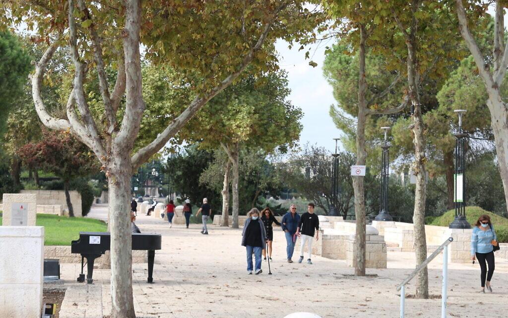 Jerusalem's Haas Promenade, a popular tourist site in the city. (Shmuel Bar-Am)