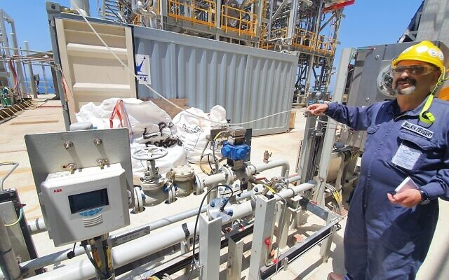 Environmental Protection Ministry marine unit inspector Yevgeni Malkin aboard the Leviathan natural gas rig. (Environmental Protection Ministry)
