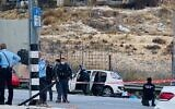 Police inspect a car used in a suspected attempted car-ramming at the a-Zaim crossing outside Jerusalem on November 25, 2020. (Shlomo Mor)